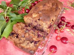 On peut également comme l'a fait Marie-Paule, réaliser ce cake avec du Rhum à la place du Kirsch et du chocolat au lait à la place du noir.